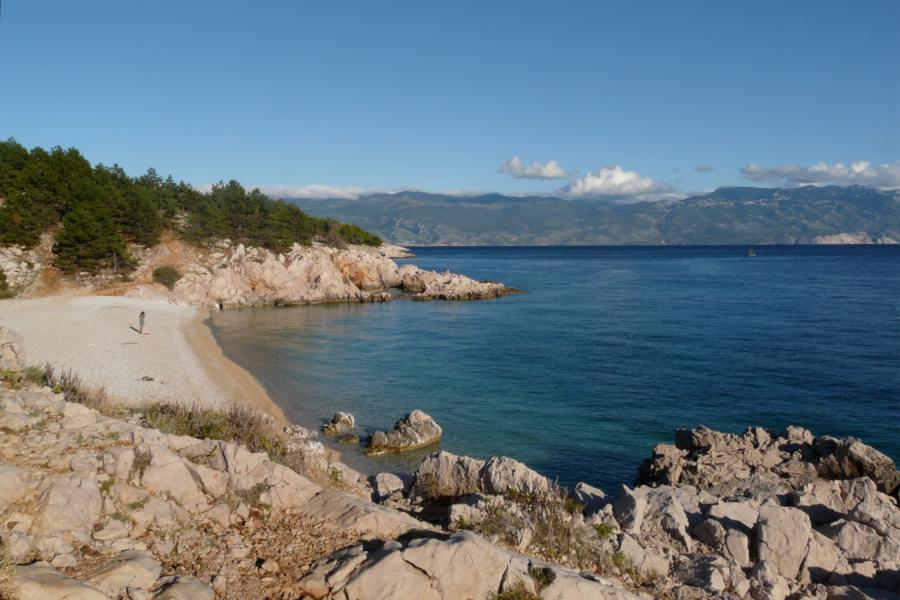 Einsamer Strand bei Baska auf Krk